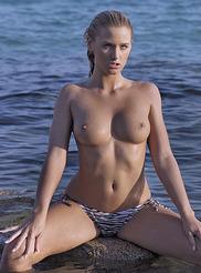 Katie Hart 00