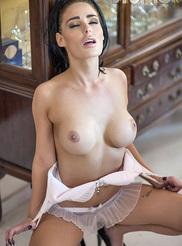Alexandra Louise 04