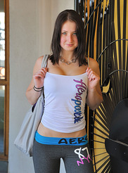 Veronika Casual Arrival 00