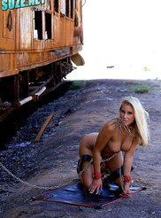 Nikki Jayne 03