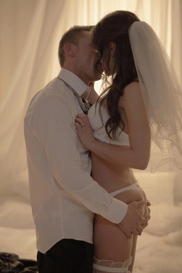 эротическое фото первой брачной ночи