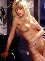 Nude donna derrico Donna D'Errico